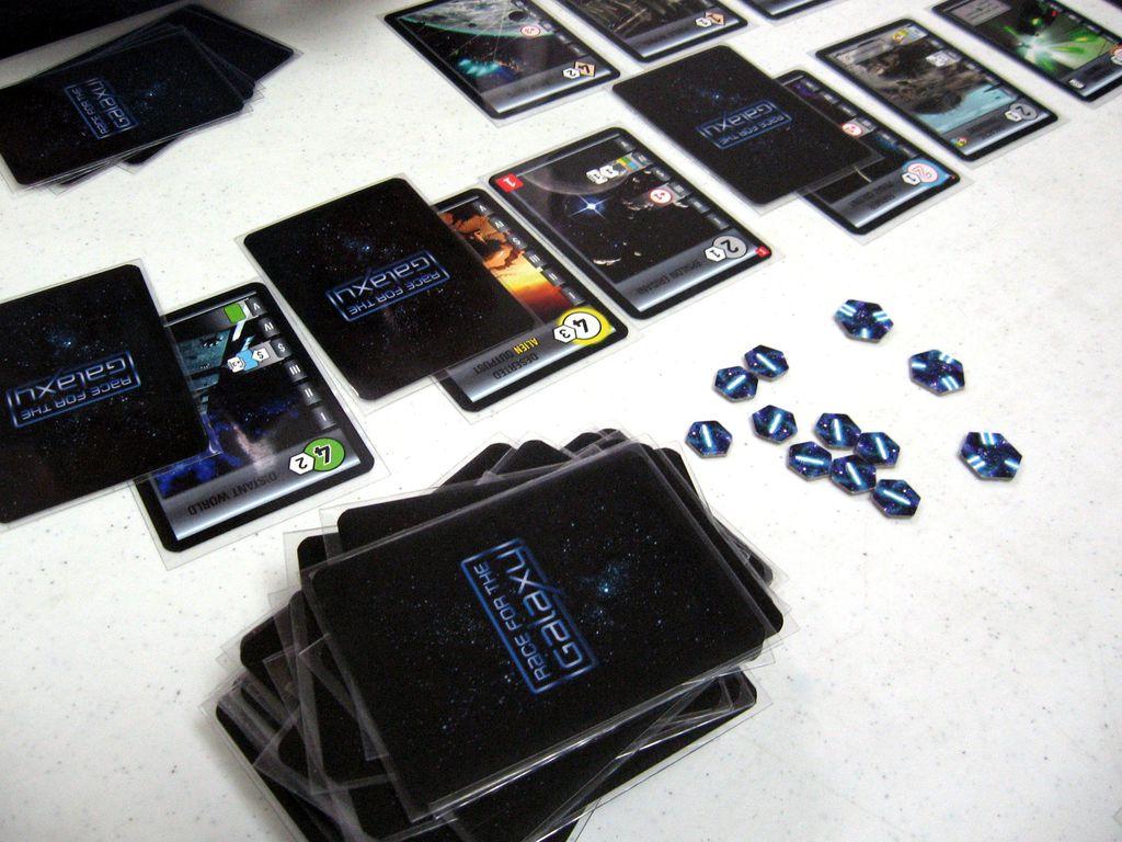 Race for the Galaxy: un universo in un mazzo di carte thumbnail