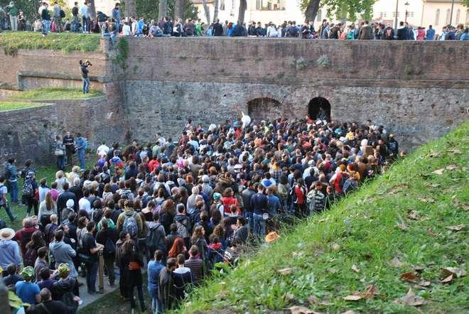 Lucca 2014: l'assalto dei 400.000 e gli atti di stupidità thumbnail
