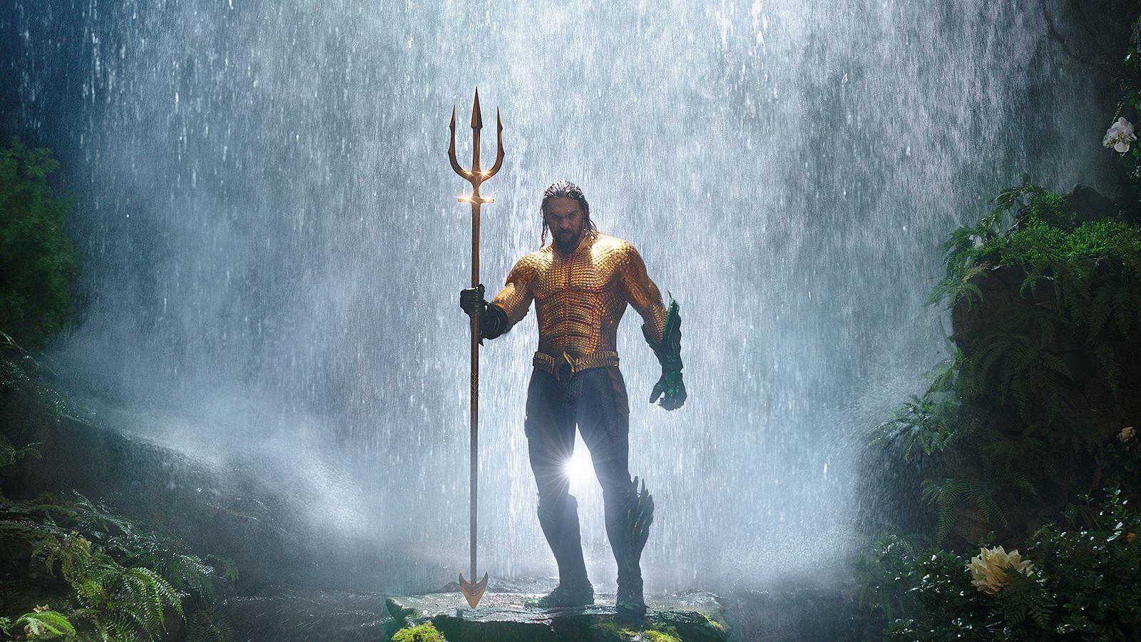 Aquaman: Jason Momoa con il tridente in giro per il mondo thumbnail