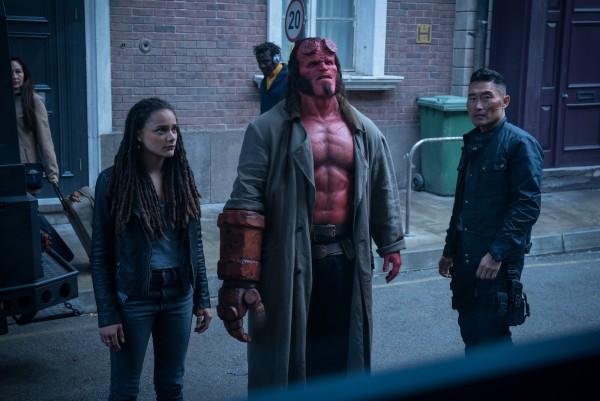 Hellboy: online poster e trailer del reboot thumbnail
