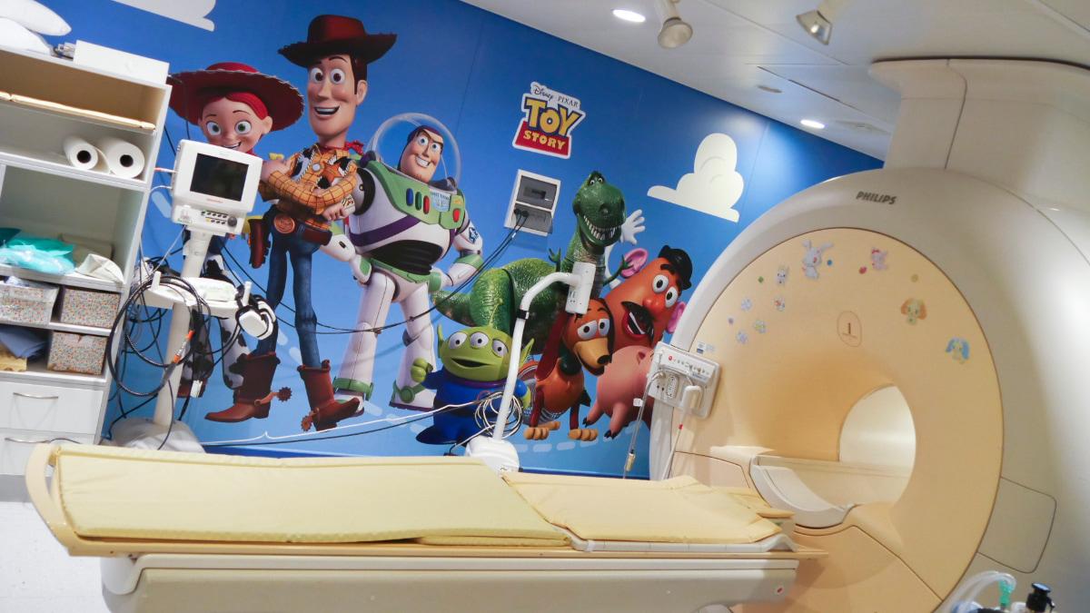 Toy Story cambia volto alla risonanza magnetica dell'Istituto Giannina Gaslini thumbnail