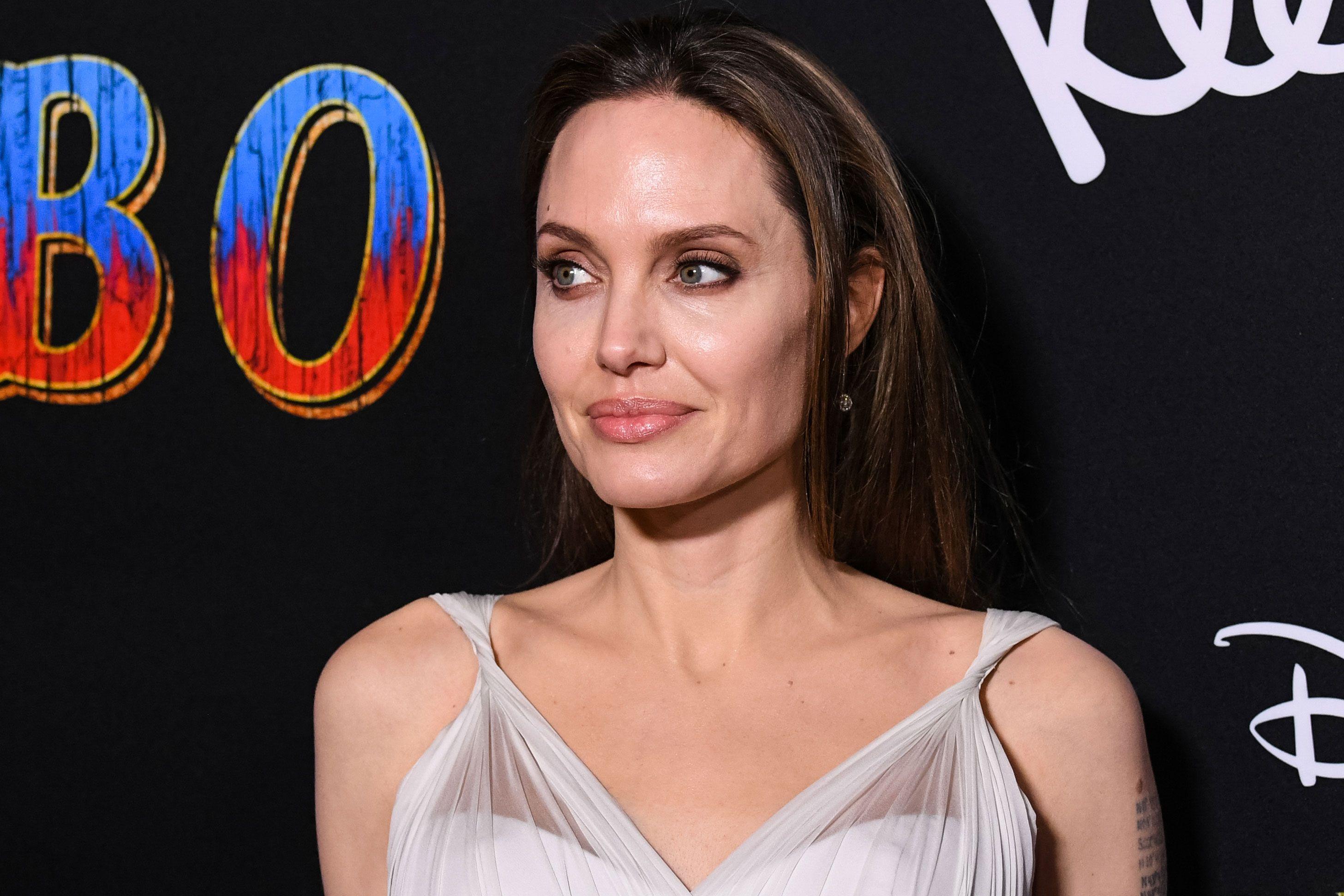 Angelina Jolie vuole un ruolo in Star Wars thumbnail