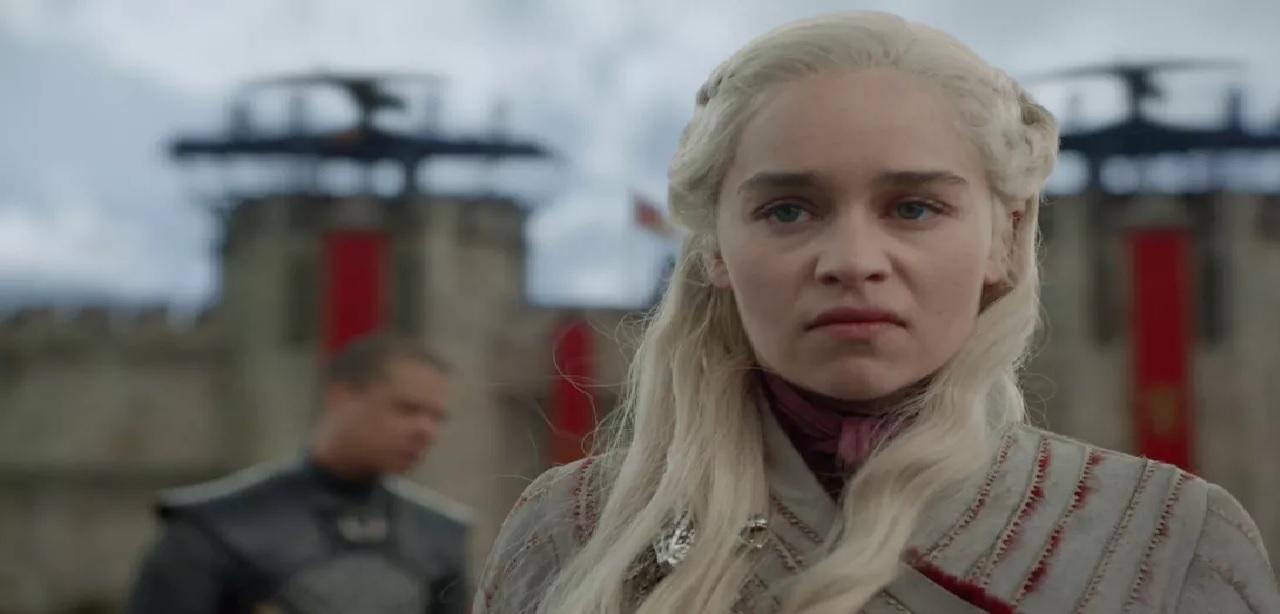 Game of Thrones 8, Emilia Clarke arrabbiata per il cambiamento di Daenerys Targaryen thumbnail