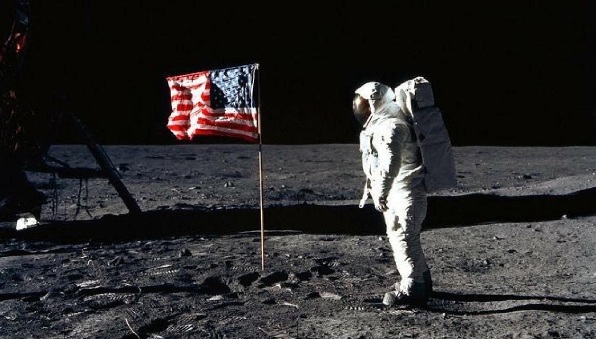 APOLLO 11: lo sbarco sulla luna arriva al cinema con immagini inedite thumbnail