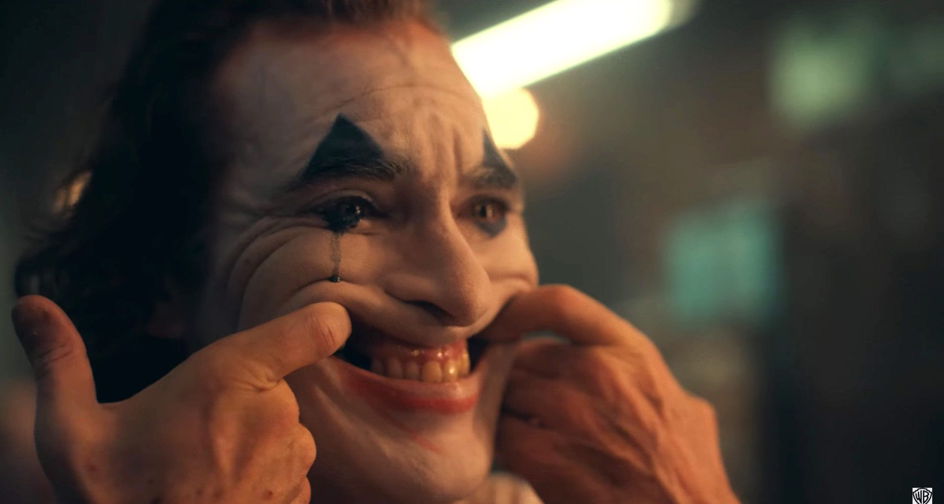 Joker: la risposta di Warner Bros. al cinema di Aurora thumbnail