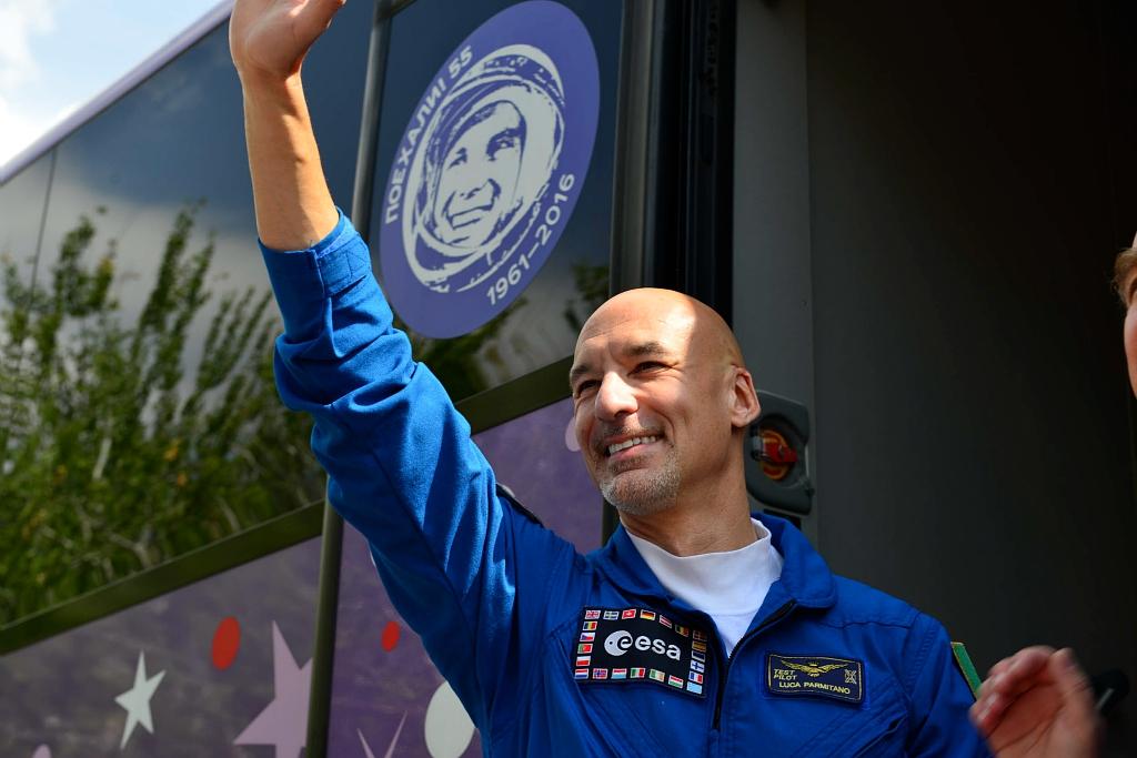 In diretta dallo spazio: Luca Parmitano nel primo collegamento per la missione ESA Beyond thumbnail