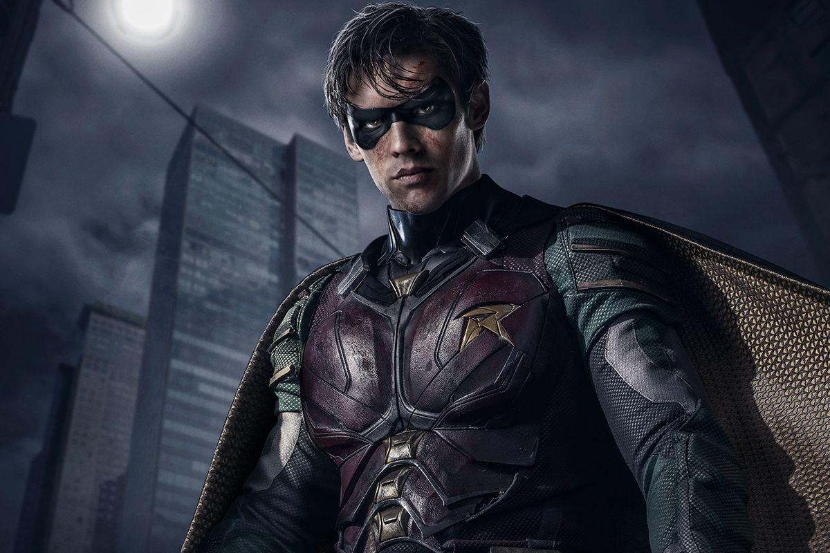 Titans: primo sguardo al costume di Nightwing thumbnail
