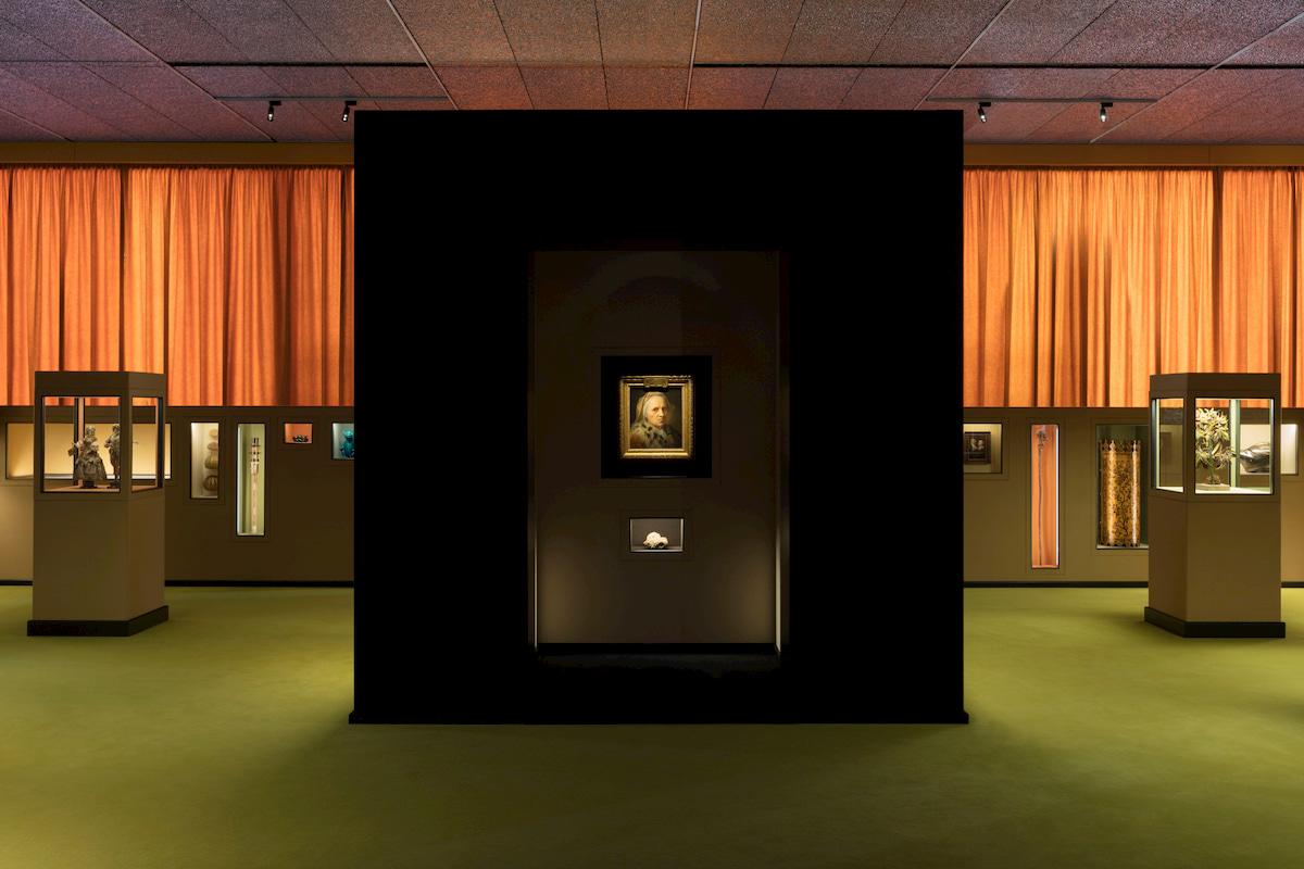 Il sarcofago di Spitzmaus e altri tesori, nuova mostra in Fondazione Prada thumbnail