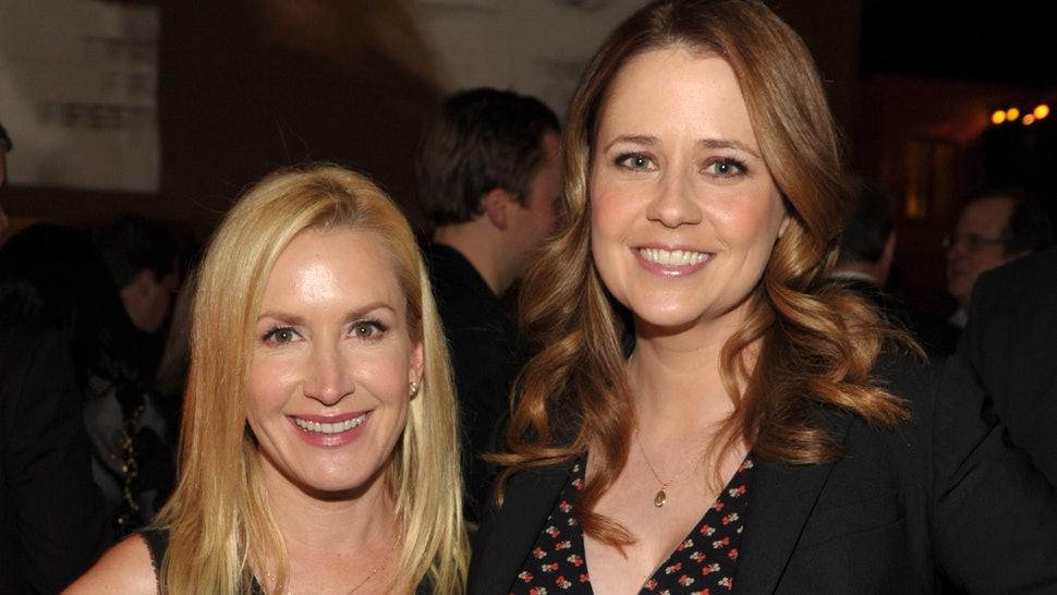 The Office: le interpreti di Pam e Angela lanceranno un podcast sullo show thumbnail