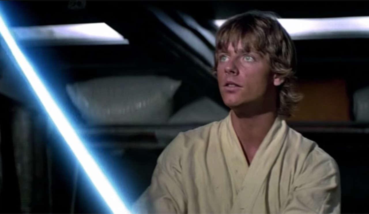 Star Wars: Mark Hamill rivela come sono state create le spade laser nella trilogia originale thumbnail