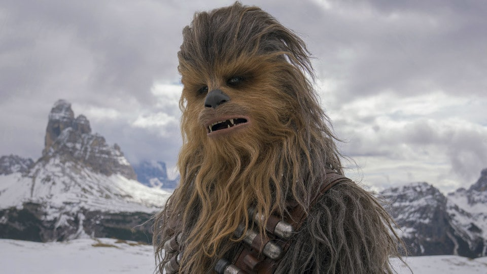 Star Wars: in un footage Chewbacca non parla shyriiwook thumbnail