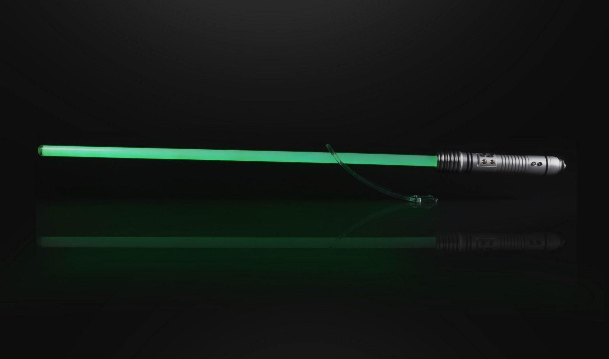 Star Wars: in vendita la copia della spada laser di Kit Fisto thumbnail