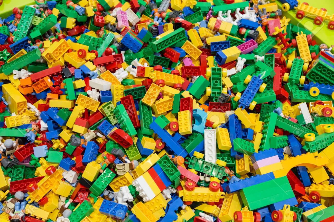 Wrestling, usata l'arma più crudele di sempre: i Lego. thumbnail