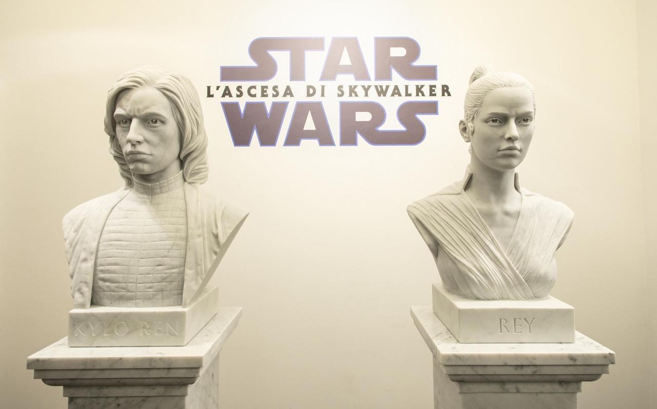 Star Wars Heroes: a Roma la mostra con le sculture di Rey e Kylo Ren thumbnail
