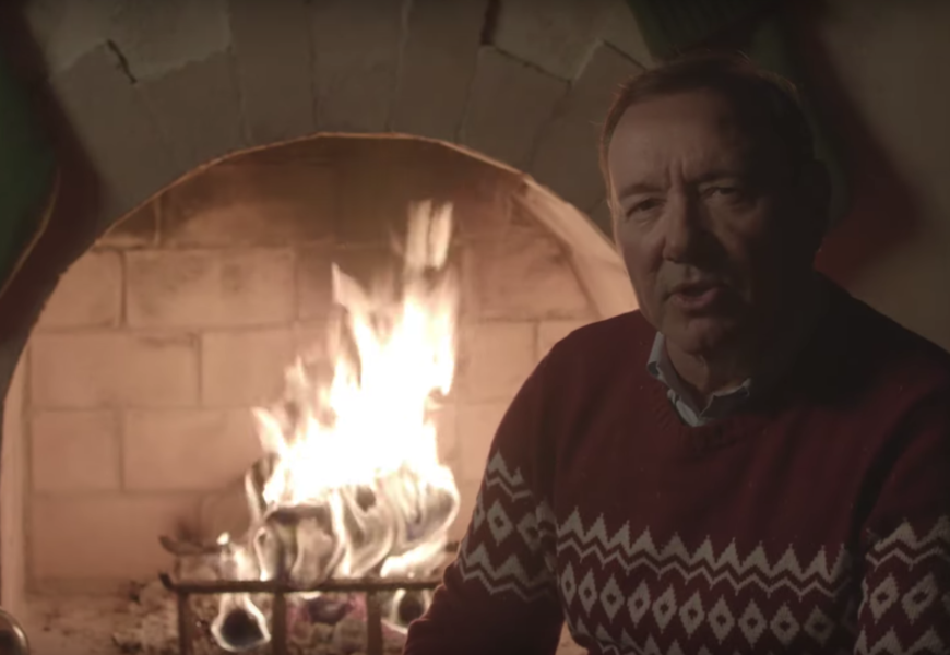 Kevin Spacey torna a essere Frank Underwood in un video per Natale thumbnail