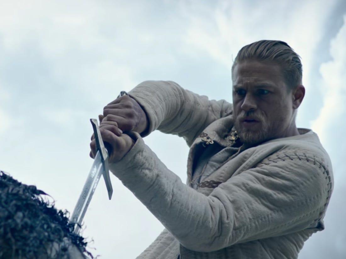 Charlie Hunnam vorrebbe rifare King Arthur: Il potere della spada thumbnail