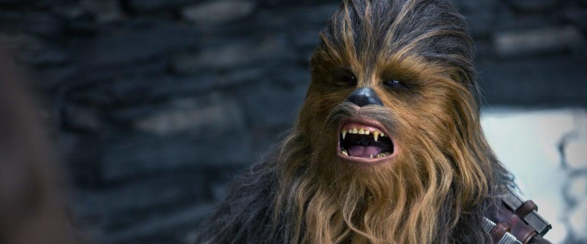 L'interprete di Chewbacca accoglie Jason Momoa tra gli Wookiee thumbnail