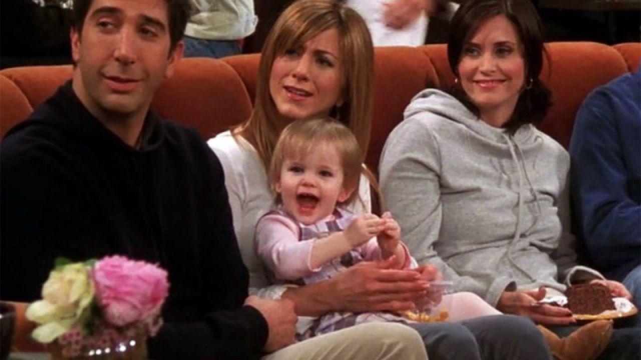 Friends: l'interprete di Emma augura buon anno rispondendo a una battuta di Chandler thumbnail