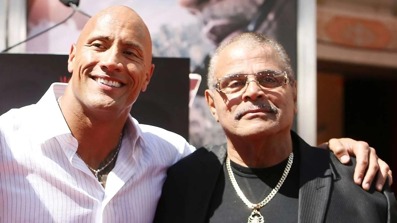Morto Rocky Johnson, leggenda del wrestling e padre di Dwayne thumbnail