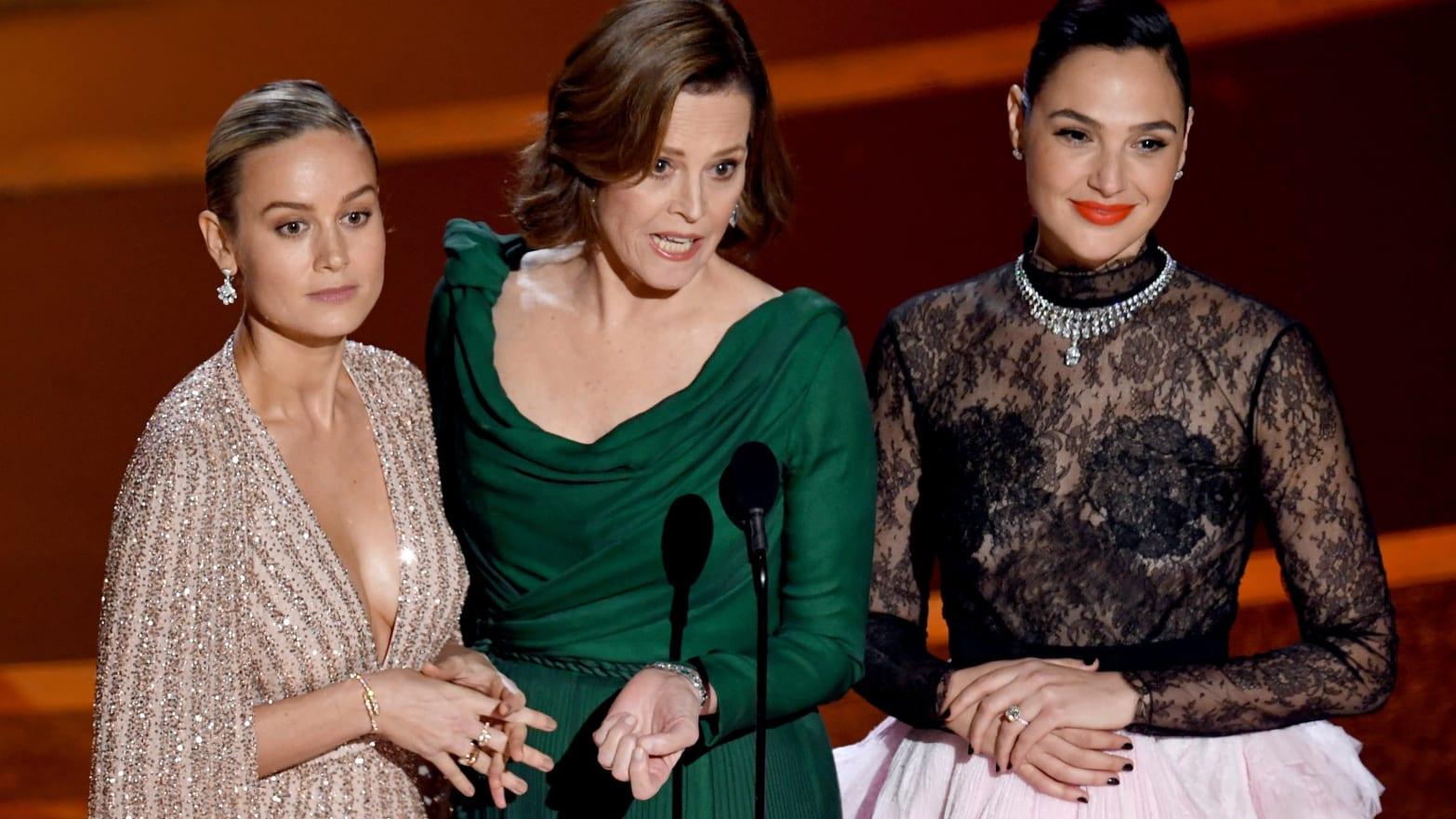Brie Larson e Gal Gadot invitano alla pace tra Marvel e DC Comics thumbnail