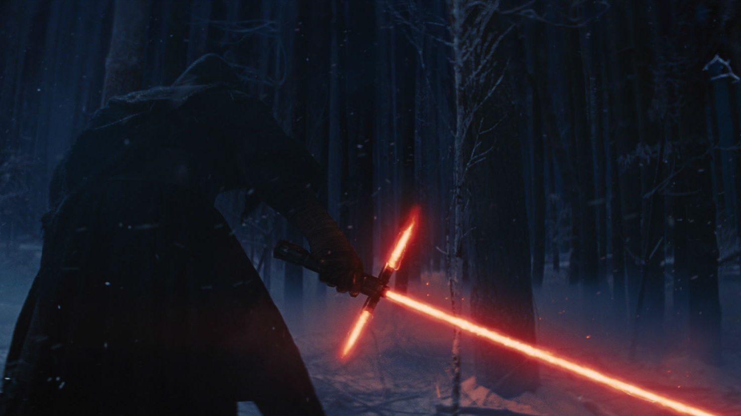 Rivelata l'origine della spada laser di Kylo Ren thumbnail