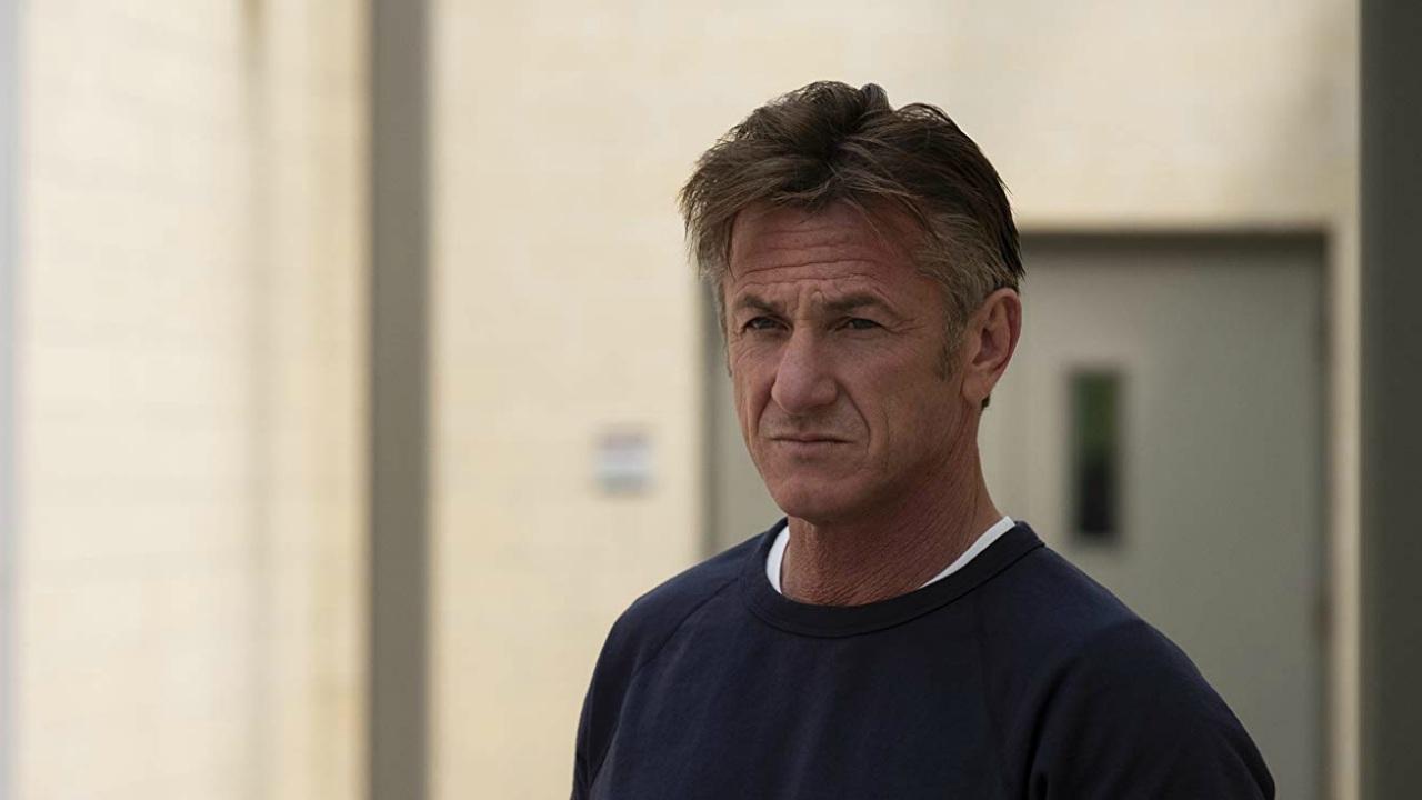 Le armi di Sean Penn diventano arte thumbnail