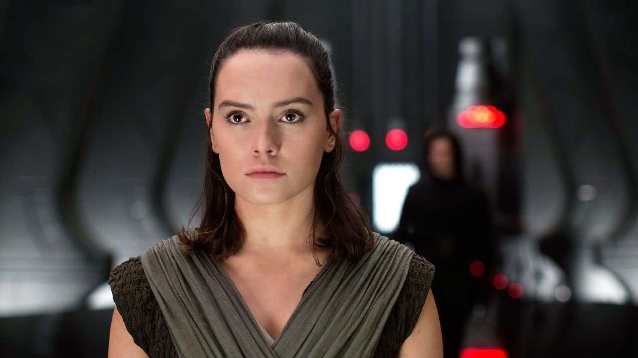 Daisy Ridley commenta le reazioni a Star Wars: L'ascesa di Skywalker thumbnail