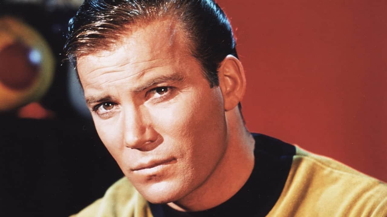 William Shatner apre a un ritorno come Kirk in Star Trek thumbnail