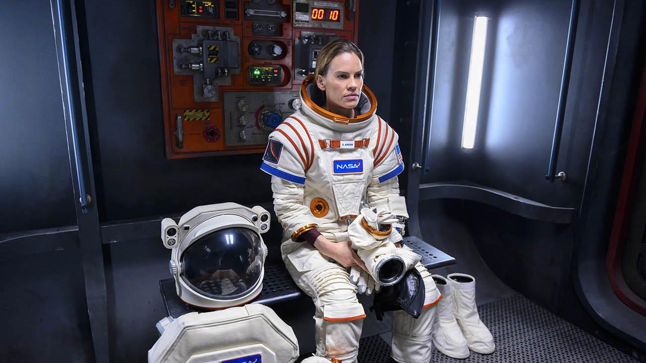 Netflix lancia una serie spaziale con Hilary Swank thumbnail