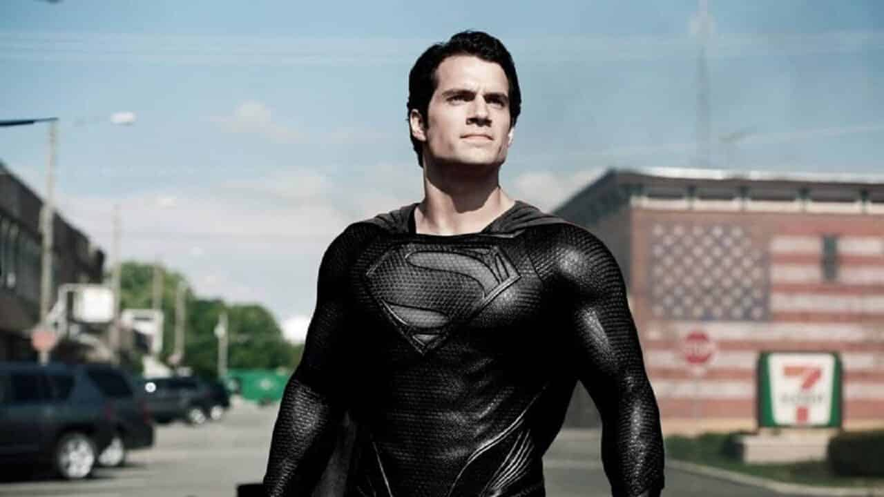 Superman col costume nero in un video della Snyder Cut thumbnail