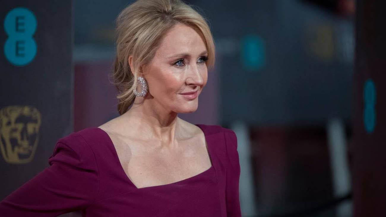 J.K. Rowling restituisce un premio umanitario dopo le contestazioni thumbnail