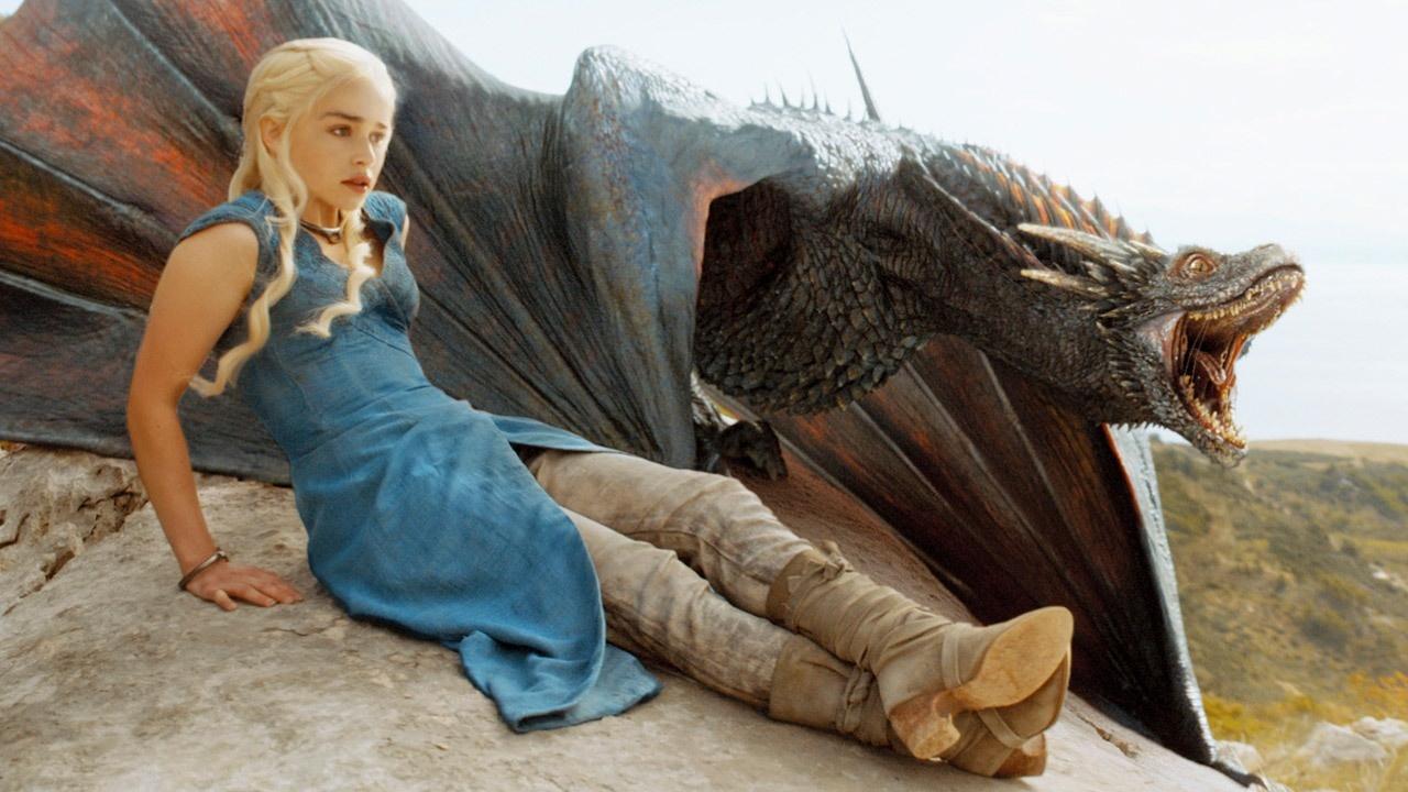 Game of Thrones: Emilia Clarke svela la sua teoria su Drogon thumbnail