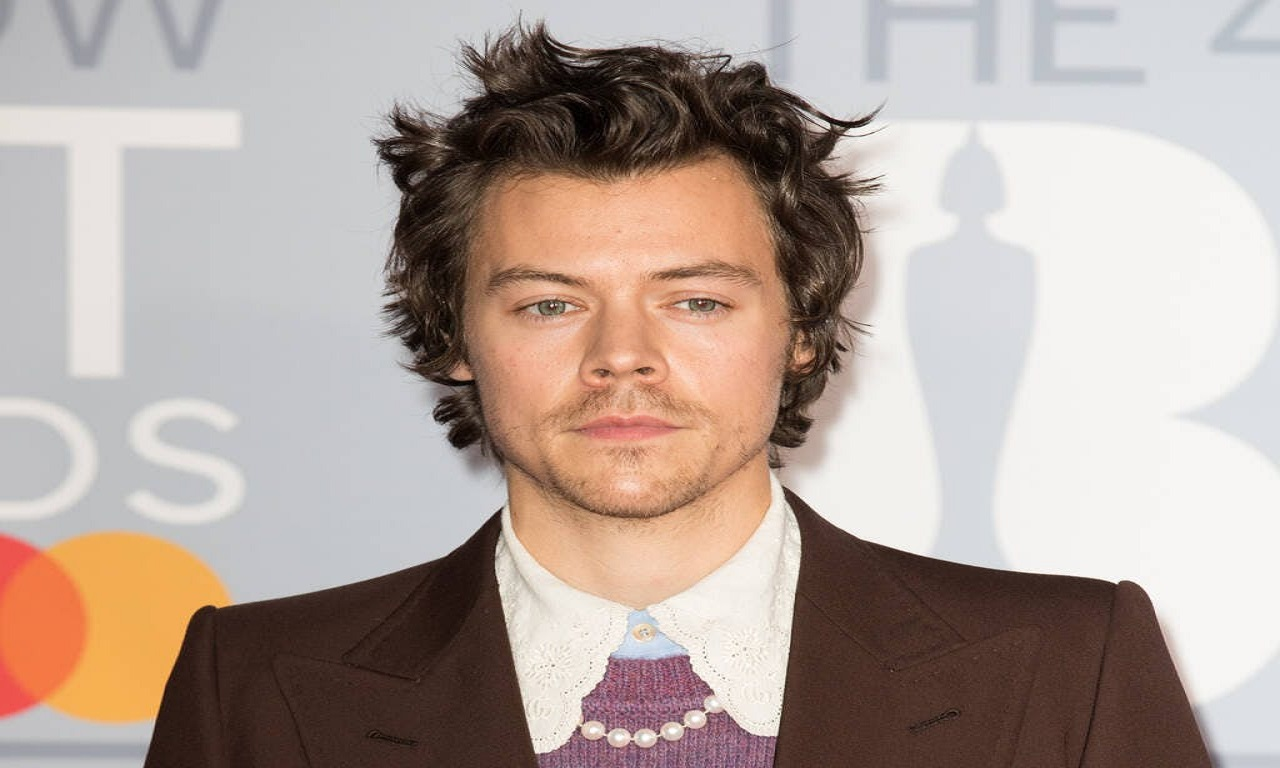 Harry Styles sarà il prossimo James Bond? Parla il cantante thumbnail