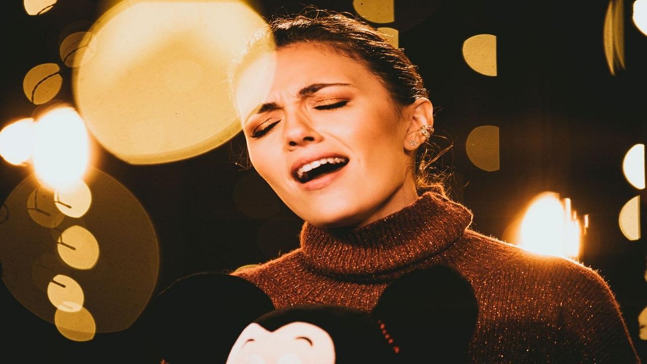 """Serena Rossi interpreta """"Come una Bussola"""", cortometraggio Disney thumbnail"""