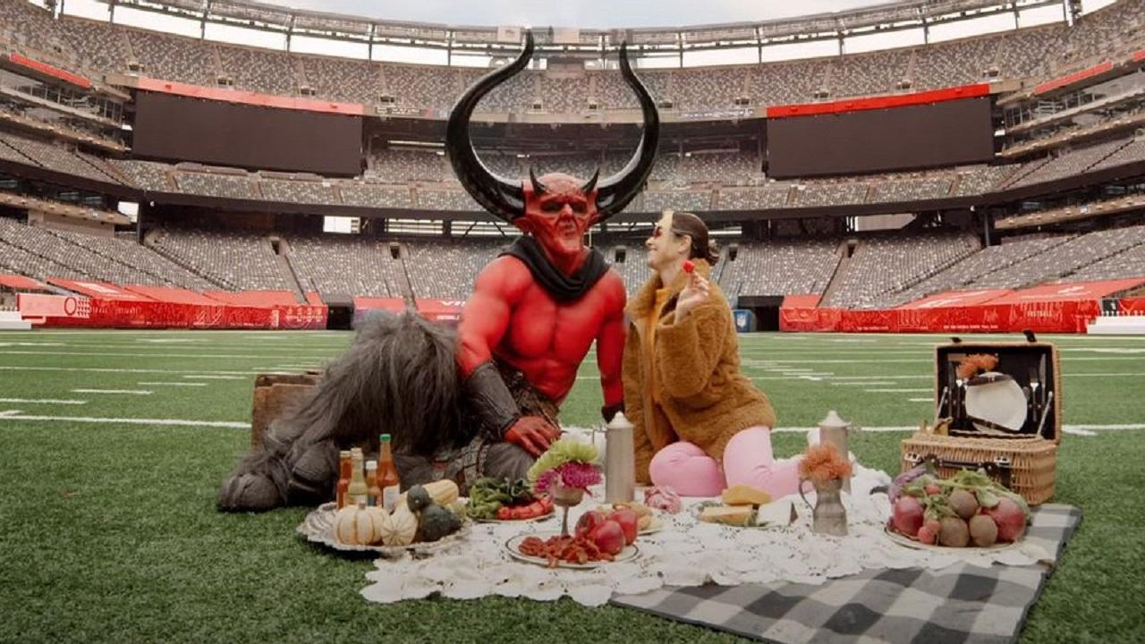 L'amore tra il 2020 e Satana nel nuovo spot prodotto da Ryan Reynolds thumbnail