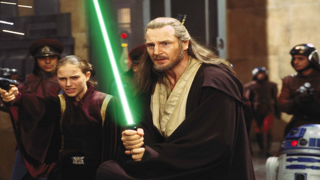 Liam Neeson estrae la spada di Qui-Gon Jinn thumbnail