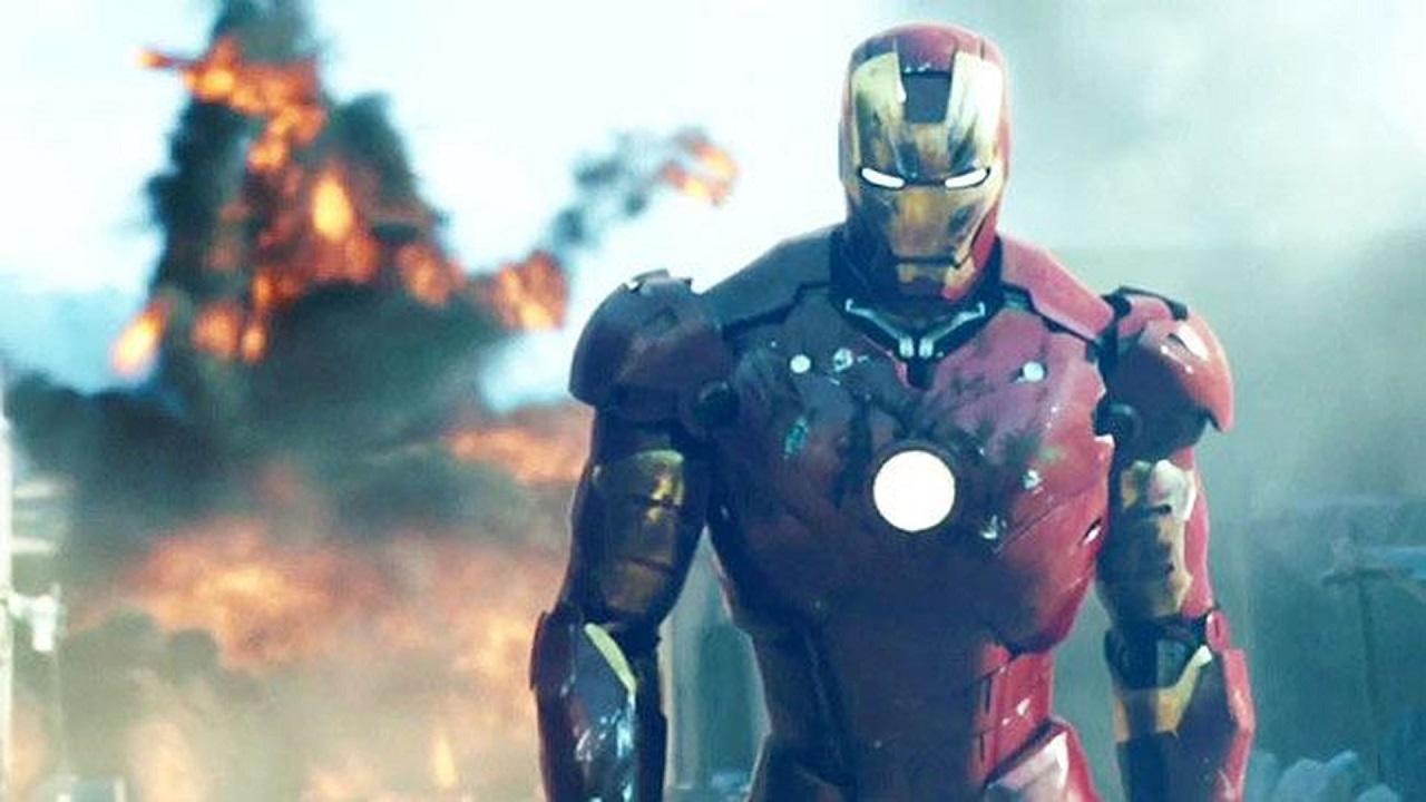Iron Man: uno youtuber crea un'armatura che sta in una valigetta thumbnail
