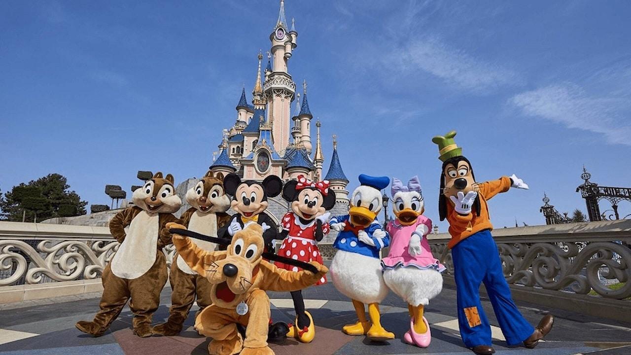 Crasha la biglietteria online di Disneyland per la riapertura thumbnail
