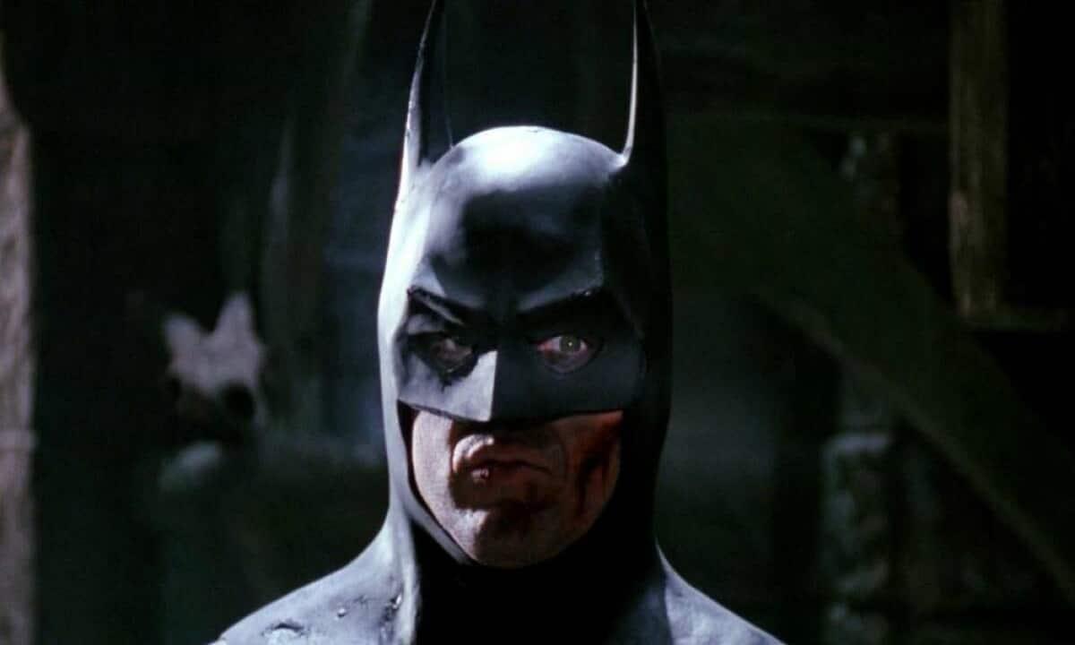 The Flash: la Wayne Manor originale nelle prime foto del set thumbnail