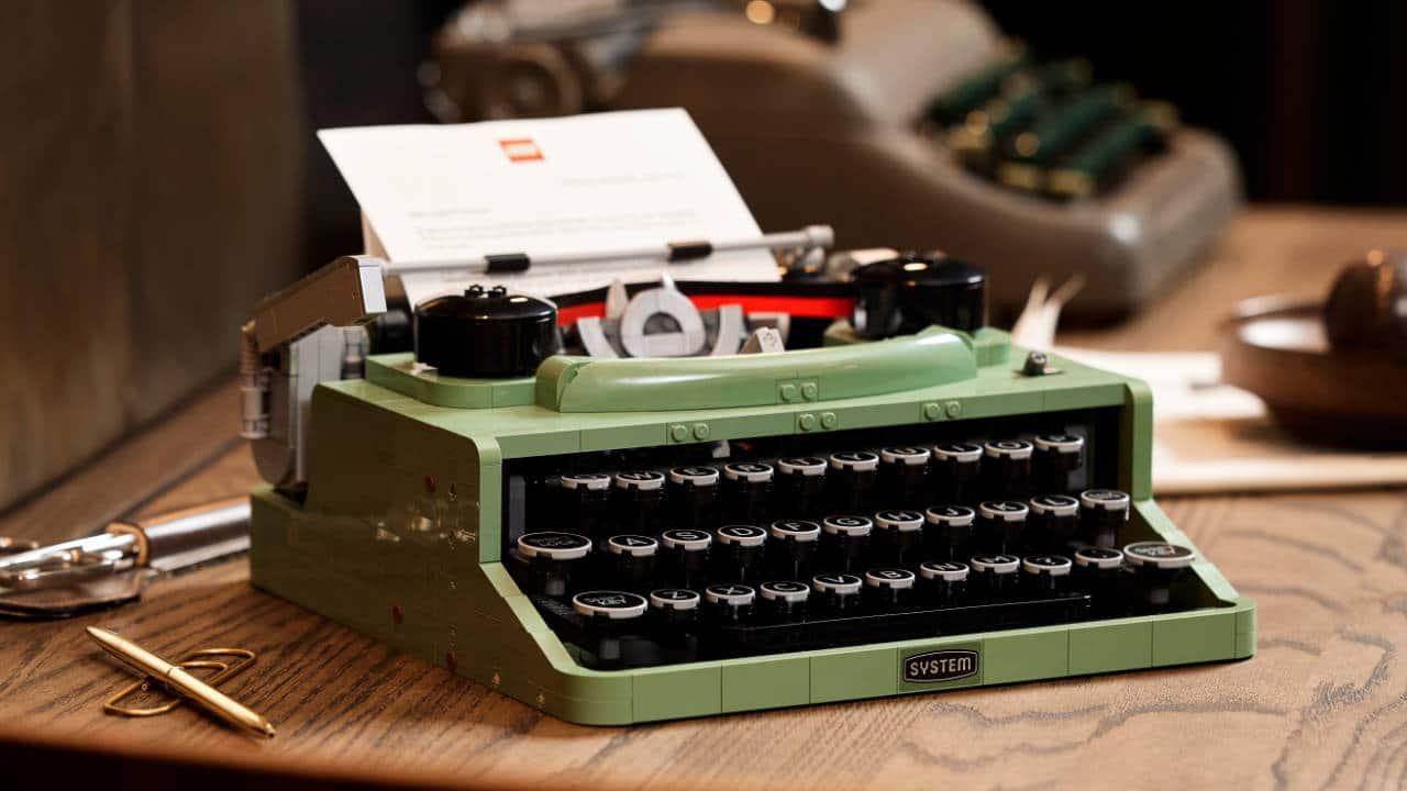Arriva il set LEGO Ideas Typewriter - La macchina da scrivere in mattoncini thumbnail