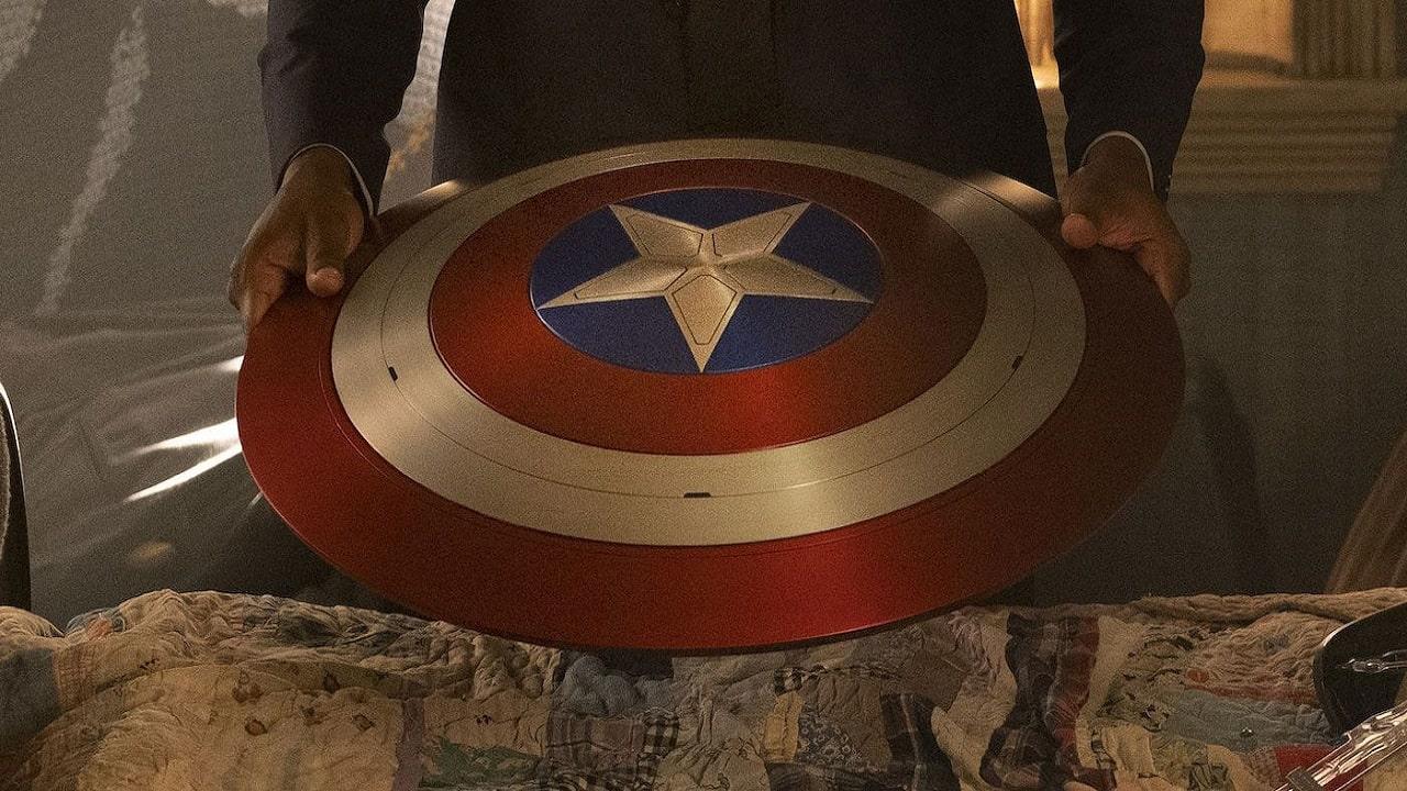 I fan della Marvel creano un incredibile scudo di Capitan America thumbnail