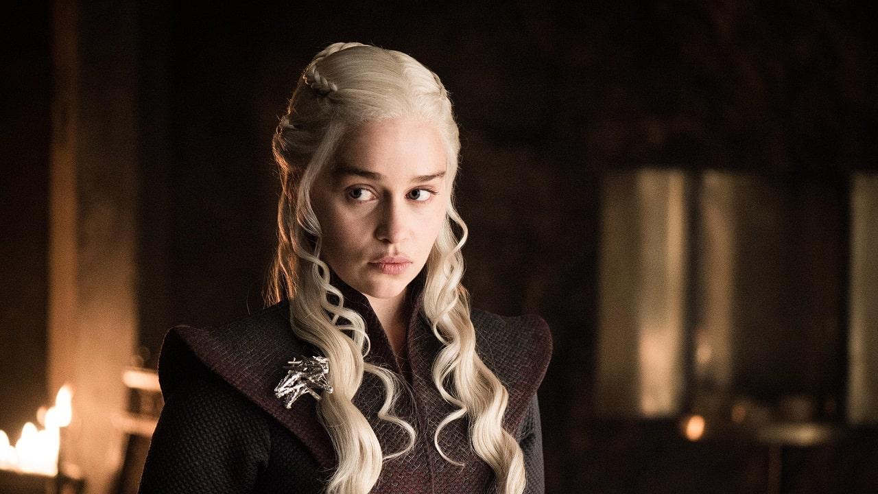 Game of Thrones: Emilia Clarke indica il colpevole per la tazza di caffè thumbnail