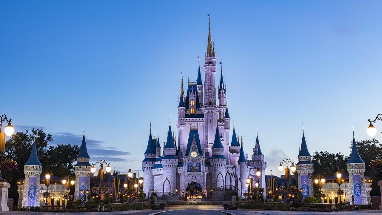 I segreti delle attrazioni Disney svelati su Disney+ thumbnail