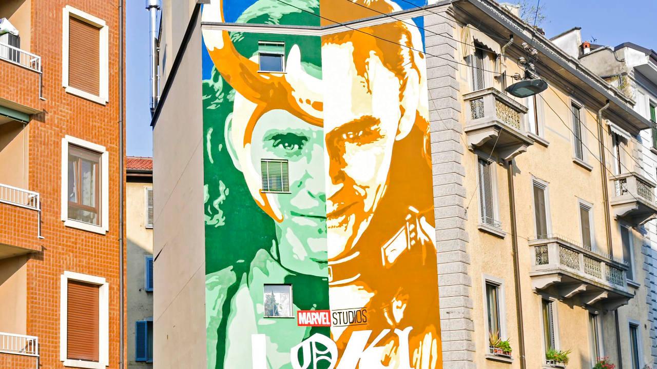 A Milano spunta il bellissimo murales di Loki dedicato alla serie thumbnail