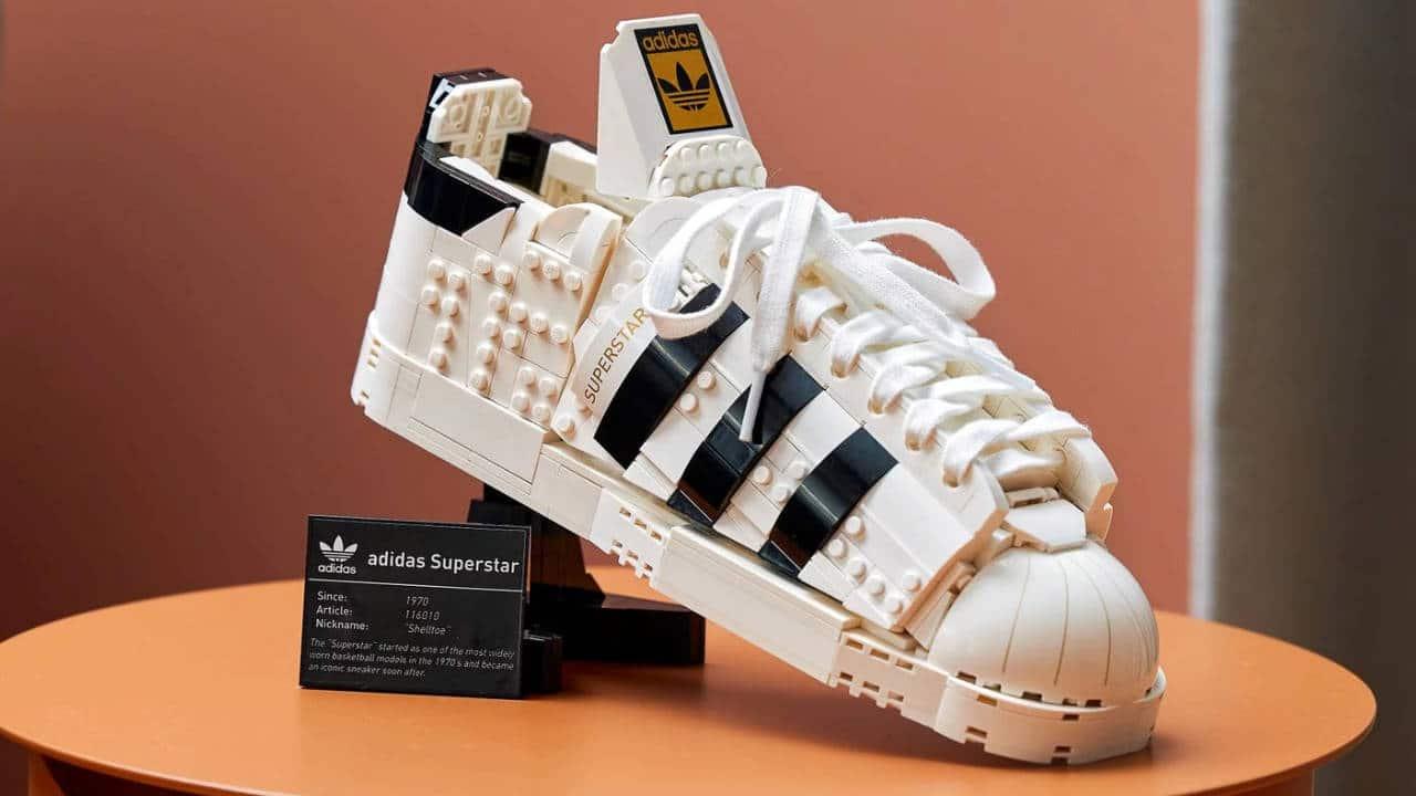 Adidas Originals Superstar - In arrivo le sneaker in mattoncini LEGO thumbnail