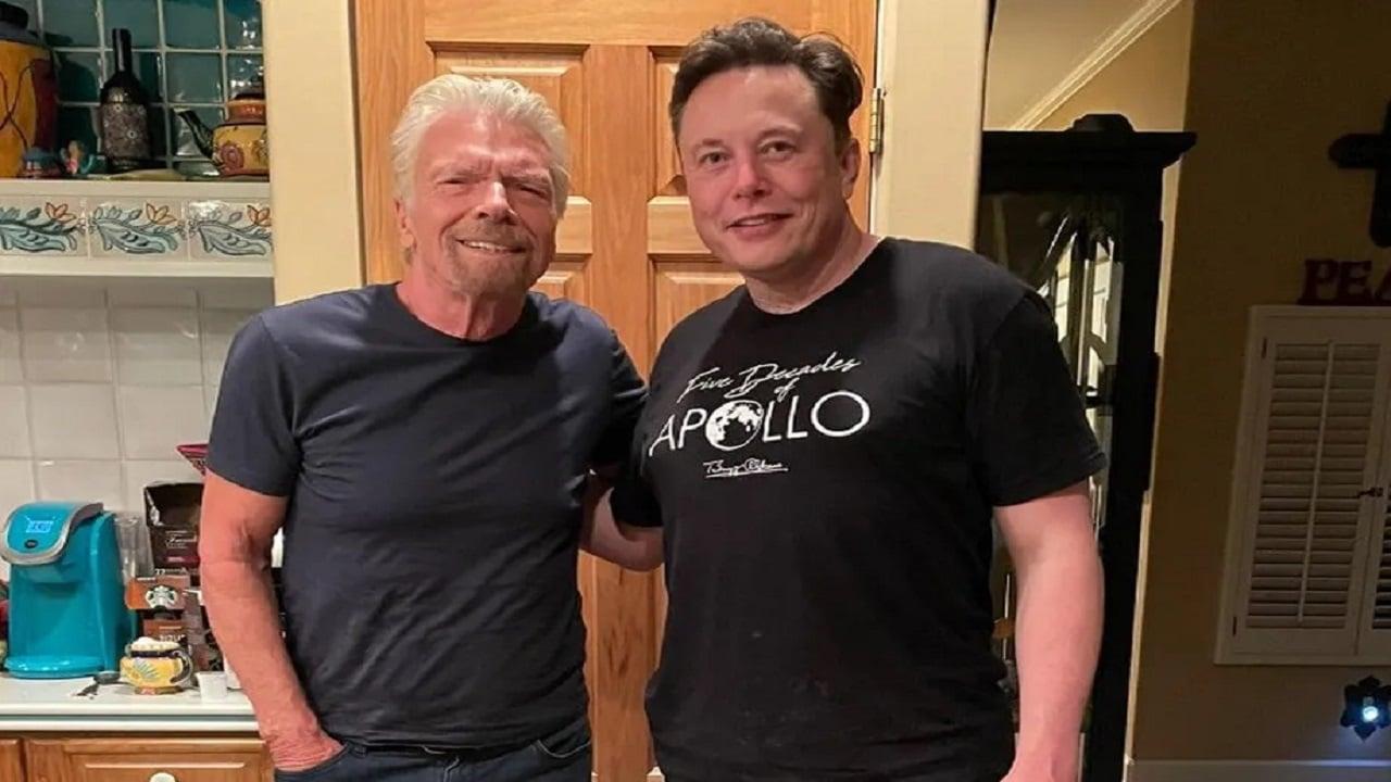 Elon Musk ha già un biglietto per volare con Virgin Galactic thumbnail