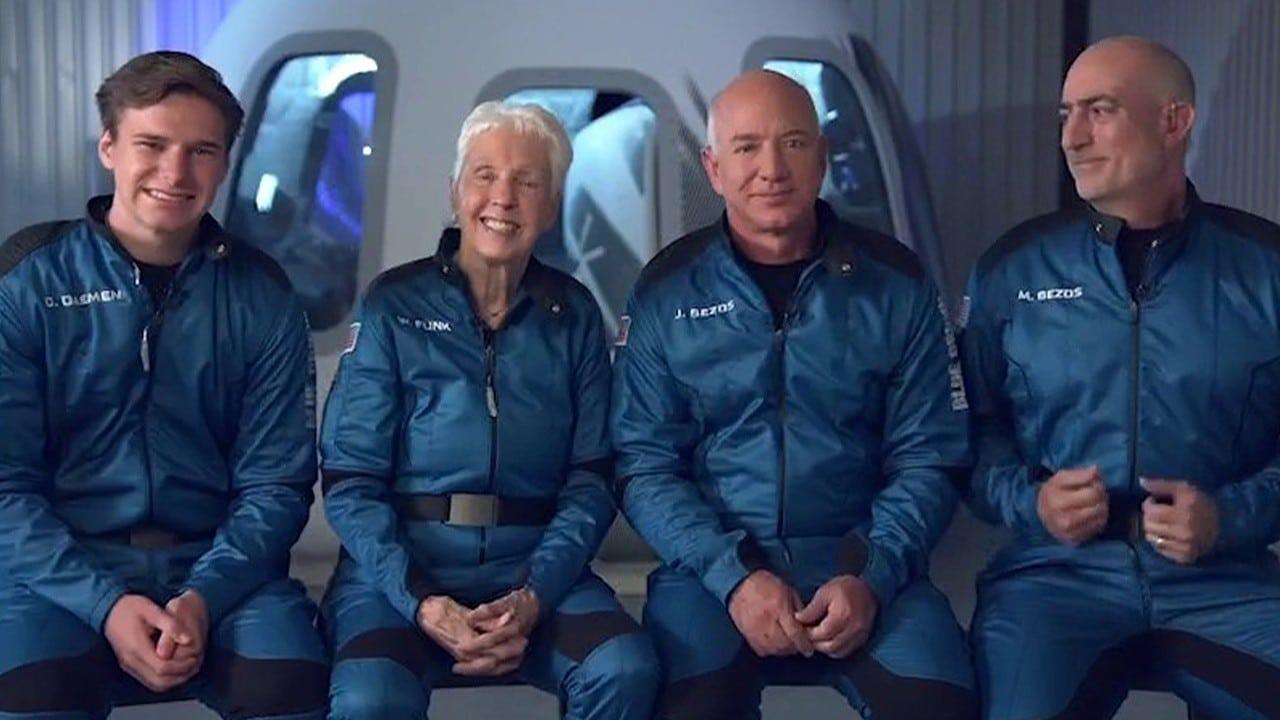 Il web paragona il volo di Jeff Bezos ai Fantastici 4 thumbnail