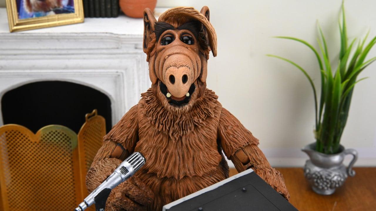Alf: Neca annuncia l'action figure della serie Tv thumbnail