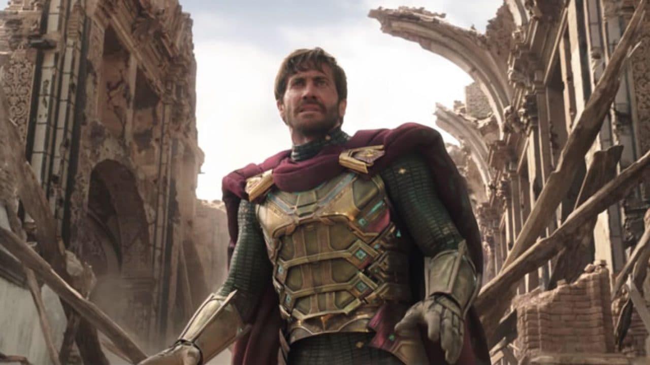 Jake Gyllenhaal sorprende un fan vestito da Mysterio a Venezia thumbnail