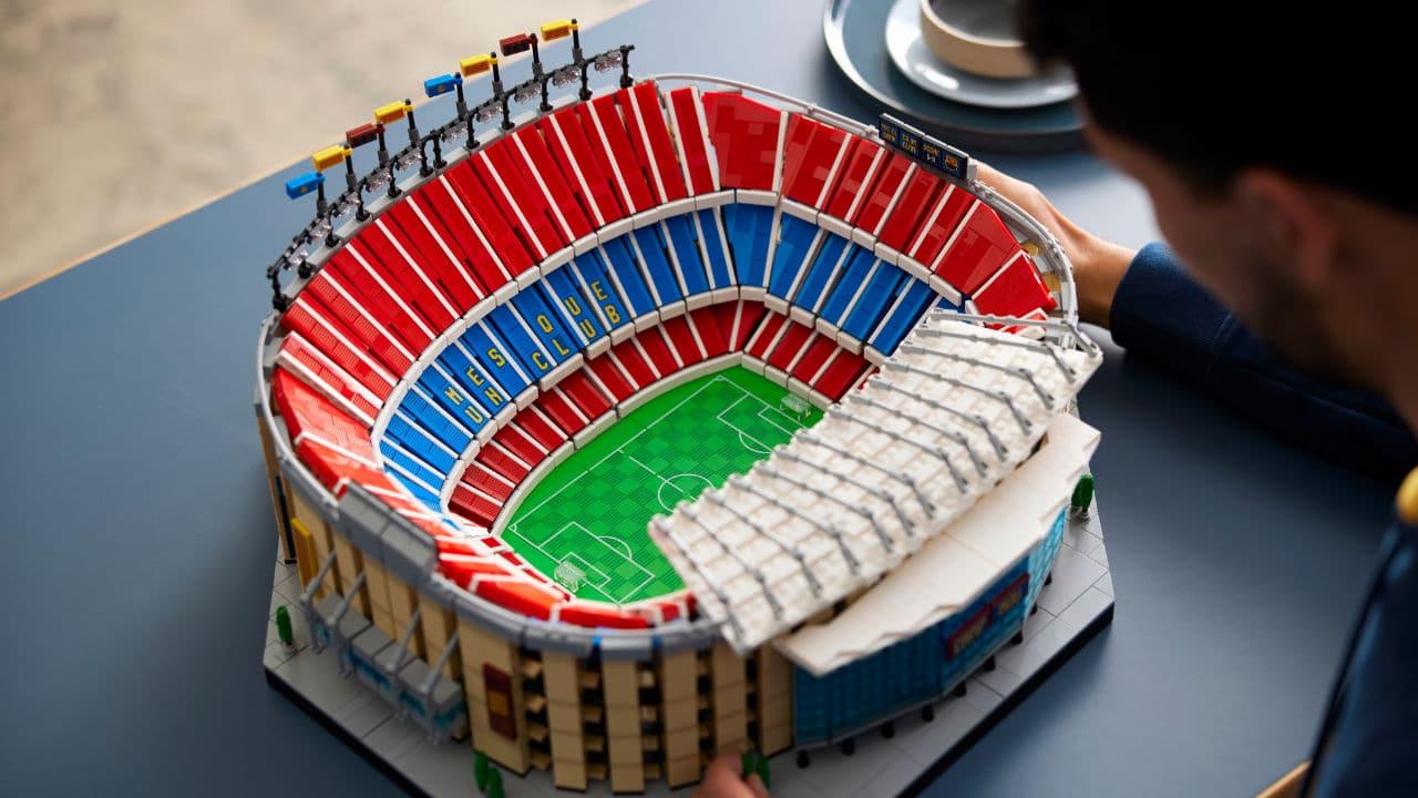 LEGO Camp Nou - FC Barcelona, scendi in campo con il nuovo set tutto da costruire thumbnail